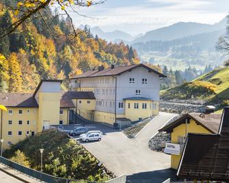 Oberstdorf Hostel - Oberstdorf - Building