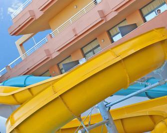Advise Hotel Reina - Vera - Gebäude