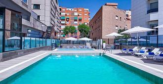魯納格拉納達塞爾科蒂爾豪華大酒店 - 格拉納達 - 格拉納達 - 游泳池