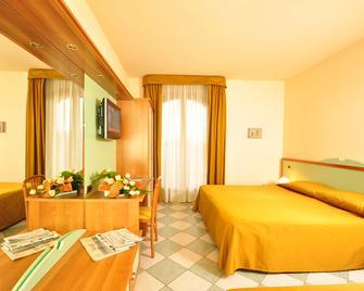 Hotel Villa Elena - Tortoreto - Schlafzimmer