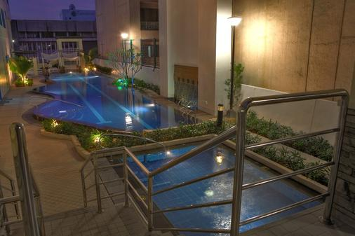 One Pacific Place Serviced Residences - Manila - Pool