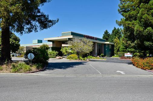 Days Inn & Suites by Wyndham Sunnyvale - Sunnyvale - Toà nhà