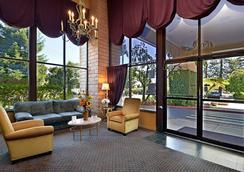 Days Inn & Suites by Wyndham Sunnyvale - Sunnyvale - Hành lang