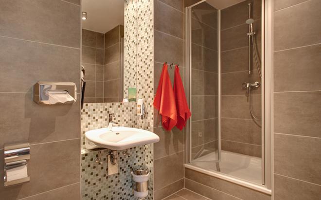Meininger Hotel Berlin Mitte Humboldthaus - Berlin - Bathroom