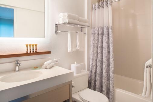 Queen Kapiolani Hotel - Honolulu - Bathroom