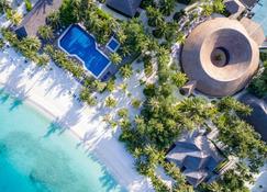Meeru Island Resort & Spa - Meeru Island - Outdoors view