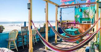 Ith Beach Bungalow Surf Hostel - סן דייגו - פטיו