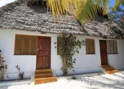 Red Monkey Lodge - Jambiani - Außenansicht