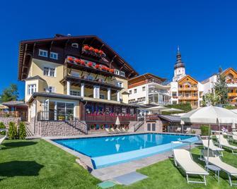 Hotel Villa Kastelruth - Castelrotto - Edificio