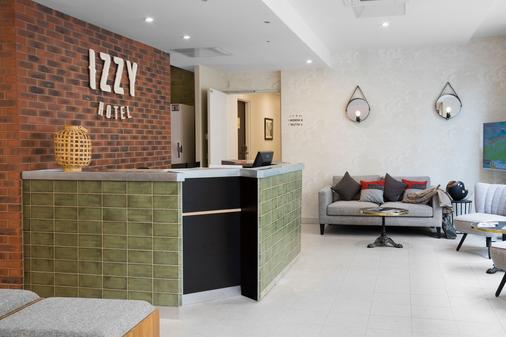 Hotel Izzy By Happyculture - Issy-les-Moulineaux - Front desk