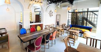 Tambayan Capsule Hostel - Manila - Lounge