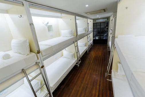 Tambayan Capsule Hostel - Manila - Bedroom