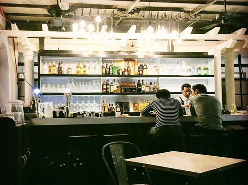 Tambayan Capsule Hostel - Manila - Bar