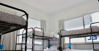 Rich & Poor Hostel Albufeira - אלבופרה - חדר שינה