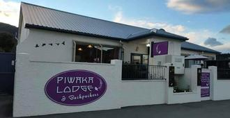 Piwaka Lodge And Backpackers - Picton - Building