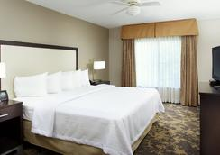 Homewood Suites by Hilton Charlotte Airport - Шарлотт - Спальня