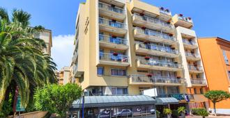 Quality Hotel Mediterranee Menton - Menton - Gebouw