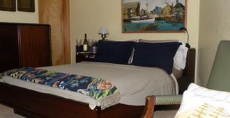 RelaxInn Bed and Breakfast - Nags Head - Bedroom