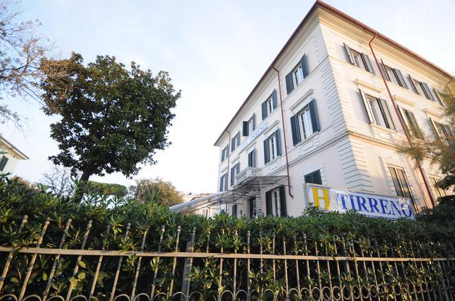 Hotel Tirreno - Marina di Massa - Outdoors view