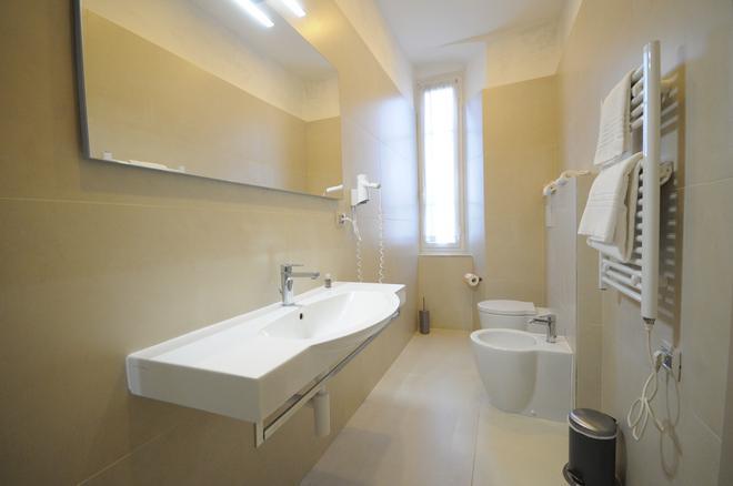 Hotel Tirreno - Marina di Massa - Bathroom