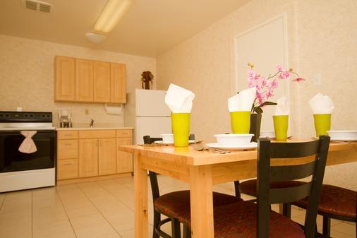 Tropicana Inn And Suites - Anaheim - Kitchen