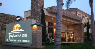 Tropicana Inn And Suites - Anaheim - Edificio