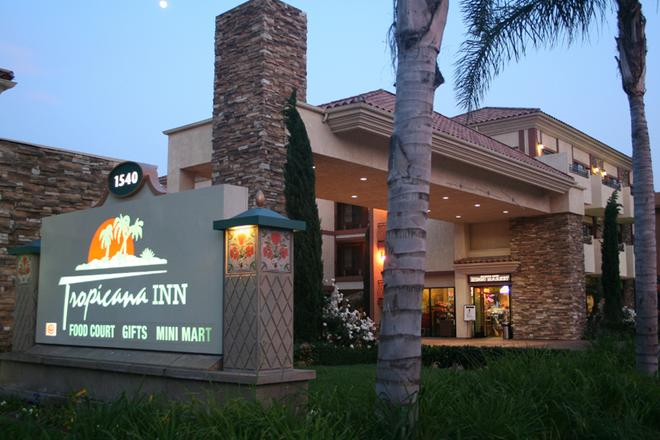 Tropicana Inn And Suites - Anaheim - Rakennus