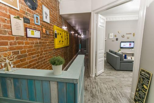 Jolly Hostel - Moscow - Front desk