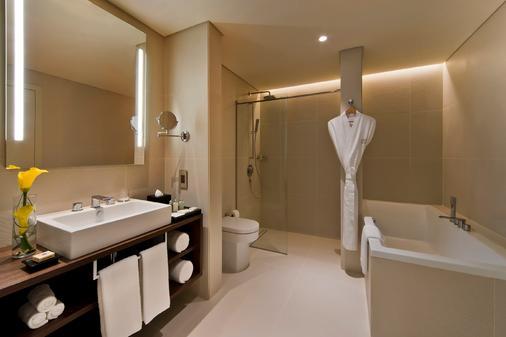 Fraser Suites West Bay Doha - Doha - Bathroom
