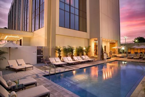 EB Hotel Miami - Miami Springs - Building