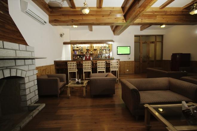 J.J Resorts - Kullu - Lobby