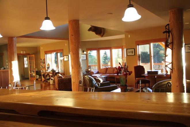 Vagabond Lodge At Kicking Horse Resort - Golden - Wohnzimmer