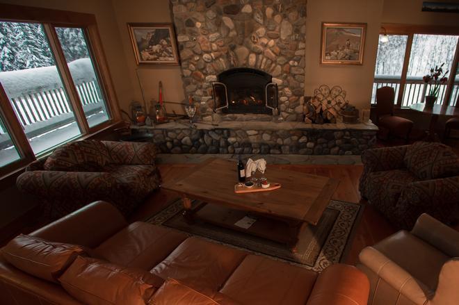 Vagabond Lodge At Kicking Horse Resort - Golden - Lounge