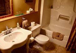 Vagabond Lodge At Kicking Horse Resort - Golden - Bathroom