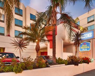 Best Western Plus Suites Hotel - Los Angeles LAX Airport - Inglewood - Building