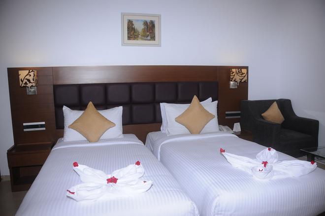 NK Grand Park Hotel - Chennai - Phòng ngủ