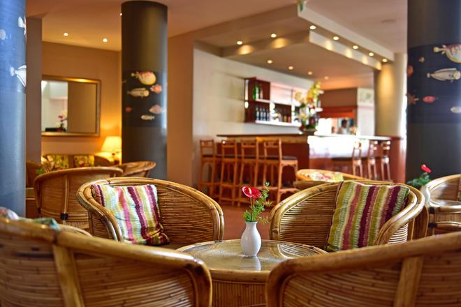 佩斯塔納灣海洋公寓酒店 - 芳夏爾 - 豐沙爾 - 酒吧