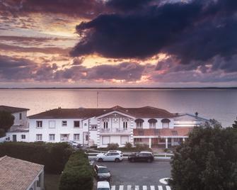 Beach Hotel - Le Grand Chalet - Ronce-les-Bains - Buiten zicht
