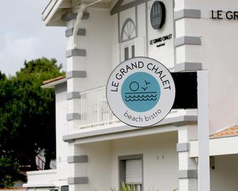 Beach Hotel - Le Grand Chalet - Ronce-les-Bains - Building