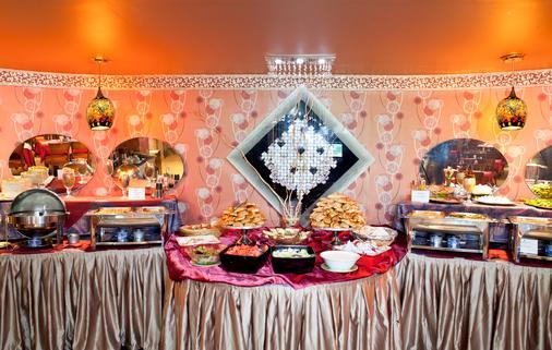 Versailles by Raviz Hotel - Dubai - Ruoka