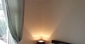 Alma Lodge Guest House - פלימאות' - חדר שינה
