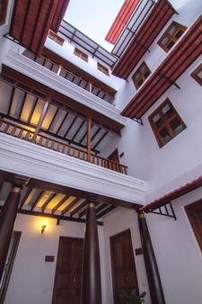 Esparan Heritage by Traditions Inn - Puducherry - Balcony