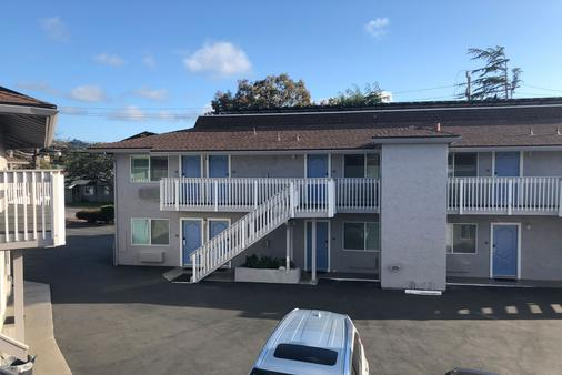 Pacific Inn - Monterey - Building