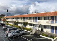 Gilroy Inn - Gilroy - Building