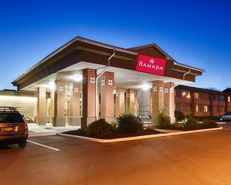 Ramada by Wyndham East Syracuse Carrier Circle - Сірак'юс - Building