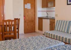 Hotel Apartamentos Lux Mar - Eivissa - Habitació