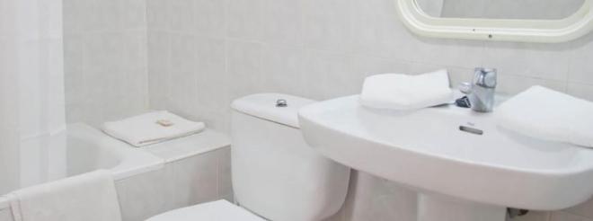 Hotel Apartamentos Lux Mar - Ibiza - Bathroom