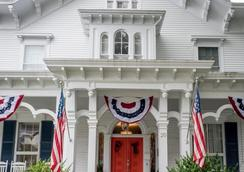 Bayberry Inn of Newport - Newport - Building