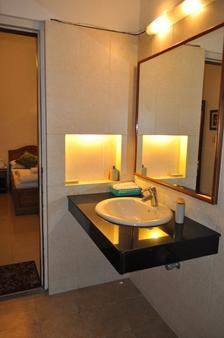 Green Meadow - New Delhi - Bathroom