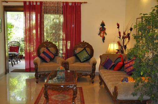 Green Meadow - New Delhi - Living room